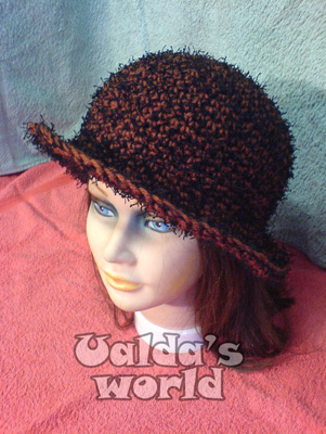 Brown & black cloche / brimmed crochet hat